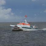 """Rettungskreuzer """"Hermann Helms"""" auf dem Weg  zum Einsatz / © Freiwillige Feuerwehr Cuxhaven-Duhnen"""