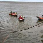 Legen der Sperre © FF.Cuxhaven-Duhnen