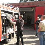 Einweisung der Duhner Wehrleute auf das LF 8 © Freiwillige Feuerwehr Cuxhaven-Duhnen