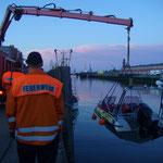 Am Kran des Wechselladerfahrzeugs der Berufsfeuerwehr Cuxhaven / © Freiwillige Feuerwehr Cuxhaven-Duhnen