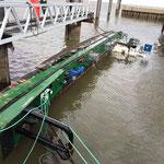 Der Havarist am Fährhafen © FF.Cuxhaven-Duhnen
