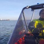 Konzentration beim Anlegen © Freiwillige Feuerwehr Cuxhaven-Duhnen
