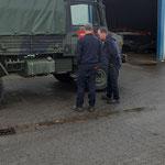 Begutachten des Fahrzeuges  © FF.Cuxhaven-Duhnen