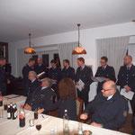 Jörn Brütt ernennnt die Anwärter zu Feuerwehrmännern © Freiwillige Feuerwehr Cuxhaven-Duhnen