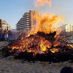 Das Osterfeuer ist entzündet © FF. Duhnen
