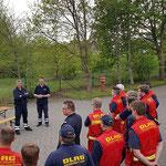 Ortsbrandmeister Dirk von Kroge erläutert kurz die Historie der Duhner Wattrettung © FF.Cuxhaven-Duhnen