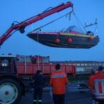 Auch so geht es manchmal rein oder raus aus dem Wasser / © Freiwillige Feuerwehr Cuxhaven-Duhnen