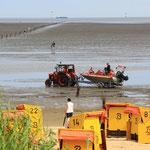 Ausfahrt bei auflaufender Flut zur Personenrettung / © Freiwillige Feuerwehr Cuxhaven-Duhnen