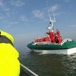 ... und an die Biene übergeben / © Freiwillige Feuerwehr Cuxhaven-Duhnen