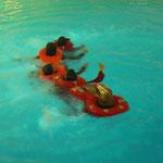 Schwimmen in Formation mit Rettungsweste © FF.Cuxhaven-Duhnen