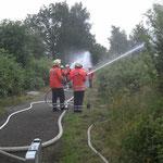 Wasserabgabe aus drei C - Hohlstrahlrohren / © Freiwillige Feuerwehr Cuxhaven-Duhnen