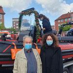 Der Namensgeber mit Petra Wüst, Dezernentin für Ordnung der Stadt Cuxhaven © FF.Cuxhaven-Duhnen