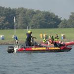 RTB 1 der BF Cuxhaven , im Hintergrund die Herman Schrader / © Freiwillige Feuerwehr Cuxhaven-Duhnen