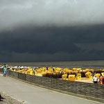 Aufziehendes Unwetter vor dem Duhner Strand / © Freiwillige Feuerwehr Cuxhaven-Duhnen