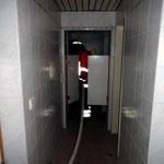 Vorgehen im verwinkelten Wellness-Bereich © Freiwillige Feuerwehr Cuxhaven-Duhnen