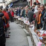 image du avec son ambiance  marché au truffes de lalbenque dans le lot en Quercy location famille - venez voir pour vos vancances
