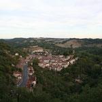 la cité médiévale de Caylus vue de loin - situé près du gite dans le département du Tarn-et-garonne