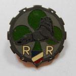 R.R  521 .    fabrication local, insigne cousue au depard puis  epingle rajoutée      Prix: 70 euros