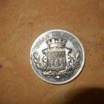 médaille en argent de la  ville de Paris ,musique de la garde Républicaine ,souvenir offert par ses collègues   en 1887 à Pierre Refroignet. 97 gr diamètre 6.2 cm léger coup sur la tranche  90 euros