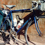 mon vélo à Marrakech (vue latérale); charge minimum (sans tente, juste le matelas gonflable et peu de vêtement)