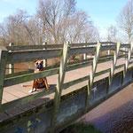 Na een wandeling van 5km mag ik toch even uitrusten op een brug boven de kleine Nete te Kasterlee. Samen met mijn baasje ,vrouwke en kids na een speelse wandeling  Nog ene gaan drinken op een terraske. We hebben er allemaal samen van genoten