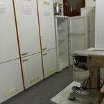 Vorratsraum mit 2 Kühlschränken, 1 Gefriertruhe