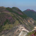 三俣山(左)と平治岳(右)