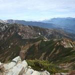 唐松岳と五竜山荘(右横)