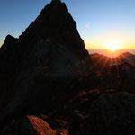 槍ヶ岳と日の出