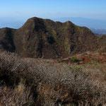 普賢岳より妙見岳を望む