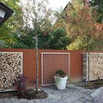 Sichtschutz mit Holzlager
