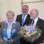 Annemarie Strüber mit Landrat Wiswe und ihrem Ehemann