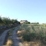 Eine der vielen Ruinen am Weg