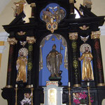 """Der San Anton Altar in Der Pfarrkirche """"Sveti Jakob"""" in Kostanjevica ob Krki."""