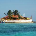 Happy Island, eine Bar auf dem Riff vor Union Island, auf einem Haufen Conches gebaut.