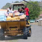 Der wöchentliche Getränkenachschub auf Petit Martinique