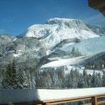 Blick aus dem Panoramafenster übers Tal
