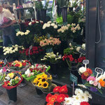 リヨンの街に点在する花屋