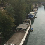 ローヌ川船で生活する人々