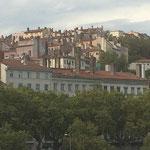 絹の街リヨン、昔ながらの低い天井の家