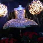 花びらをイメージして作ったドレスオブジェ
