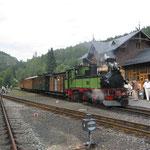 die Bimmelbahn im Bahnhof Oybin