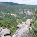 Blick von der Felsengasse auf Oybin
