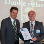 Ulrich Hugi (re.) erhält die Ehrenmitgliedschaft für 12 Jahre SBV-Präsident