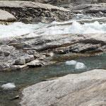 Eiswürfel im Abfluss des Nigardsbreen