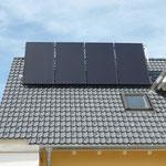 Schopfloch: Solarkollektoren aufgeständert, Dach