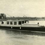 Die ARGONAUT auf der Donau im Winterhafen Wien