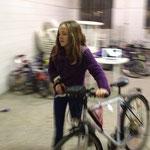 Die Fahrräder werden aus dem Lager geholt
