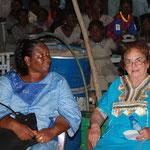 Mme Tenbo Ouedraogo und Fr. Dr. Harrer beim Schulfest