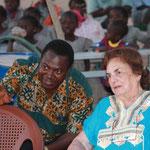 Dr. Issa Ouedraogo und Fr. Dr. Harrer beim Schulfest